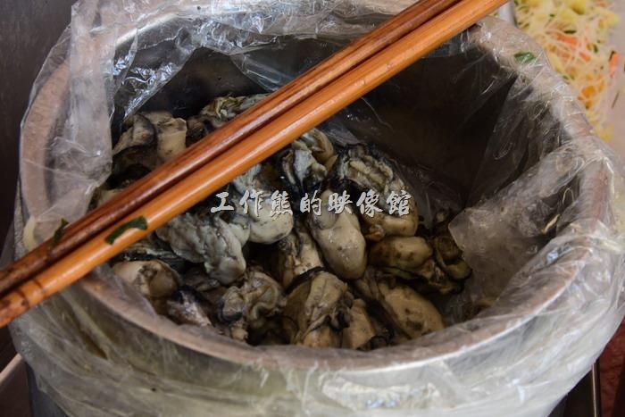 馬祖北竿橋仔村依嬤蚵嗲。使用新鮮的蚵仔肥美多汁。