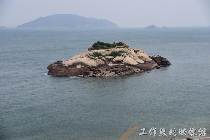 「芹壁」的海面上有一座小小的「龜島」。