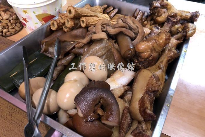 馬祖南竿-中新小吃。工作熊這趟馬祖行也看到很多客人點「炒滷味」,所以今天也打算給它點來吃。