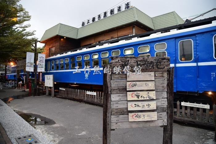 「台東悟饕池上飯包文化故事館」將臺鐵整節平快車的廢棄車廂搬來當作餐廳使用。