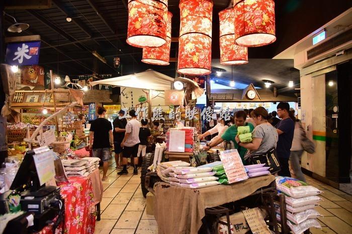 「台東悟饕池上飯包文化故事館」賣的不只便當,這裡其實也賣一些當地的農產品,比如說池上米。