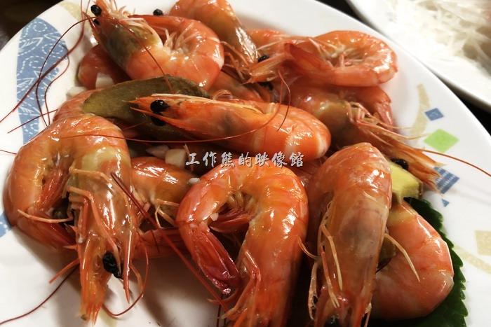 台東-特選海產。鹽水沙蝦。不需要過多的烹調,食材新鮮就是要吃原味。這沙蝦肥美、甘甜、肉質緊實,吃起來超滿足。