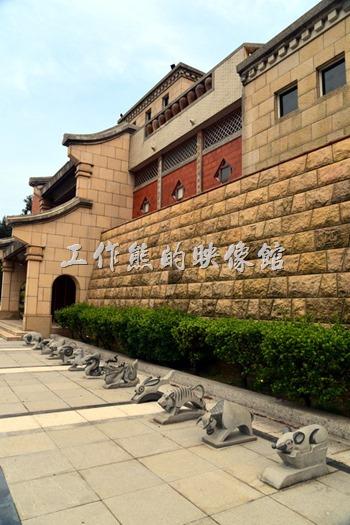 在「馬祖民俗文物館」的館前百放了12生效的圖騰,每個人都可以找到自己對應的12生肖圖騰合影。