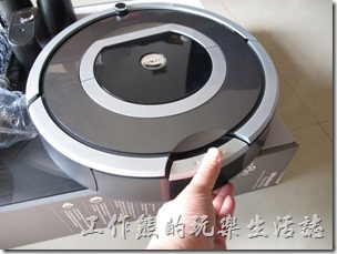 【iRobot roomba 780】打開集塵盒的方法。