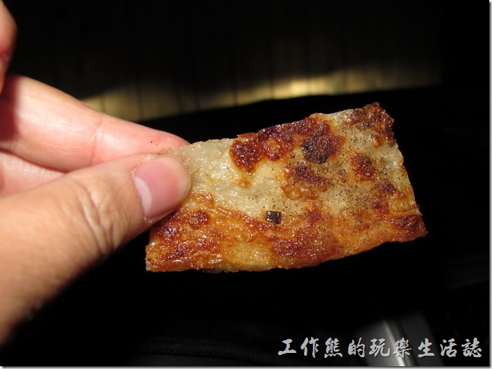 切成小片的蔥油餅。
