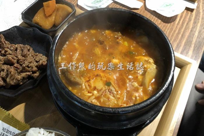 南港-明月館韓國烤肉定食。牛肉嫩豆腐煲定食,NT280。配菜一樣,但是沒有例湯!