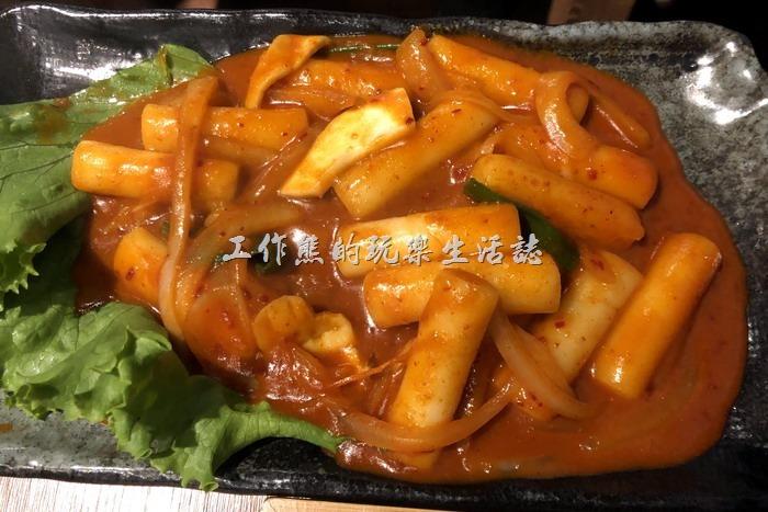 南港-明月館韓國烤肉定食。辣炒年糕,NT200。年糕還算Q彈,並炒得並沒有特別出色,性價比也不高。所以結論是單點不划算!