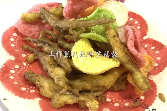 宜蘭蘇澳-海之宴平價快炒餐廳。酥炸銀魚是我們家去到海產餐廳的必點菜,這裡的炸銀魚還算可以。