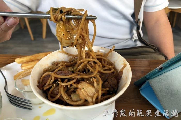 台南-6吋盤早午餐立賢店。老實說要是喜歡吃日式炒麵的朋友,它們家的炒麵還是可以的。