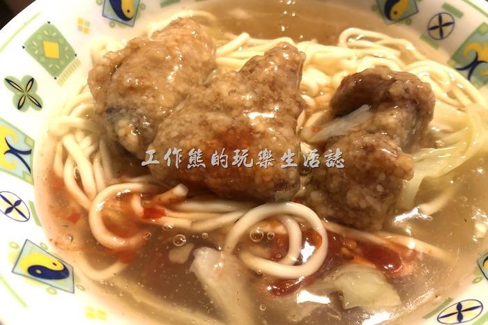 台南-陳記真正紅燒土魠魚羹。工作熊這兩天再去吃了一次,發現小碗麵現在只剩下三塊土魠魚了,記得以前似乎有四塊,還是自己記錯了?