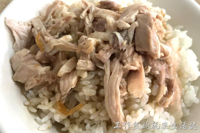 雞肉飯(小),NT25。工作熊推薦這裡的雞肉飯,雞肉好咬容易下口,肉質鮮美,沒有想像中火雞難咬的口感,搭配雞肉醬汁非常下飯。