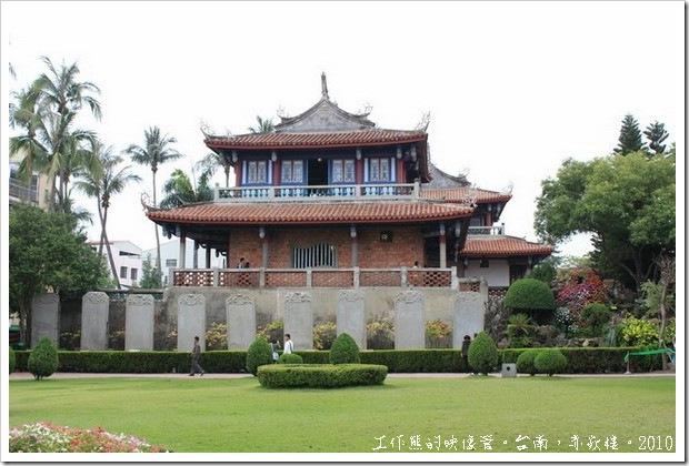 台南赤嵌樓。這個景象只能看到九塊石碑與「海神廟」,還看不到「贔屭」。