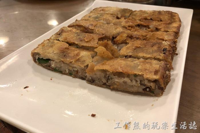 台北南港-三竹園客家小館。芋泥香酥鴨 320。感覺上這芋泥鴨做得似乎不是很成功,有可能是芋頭太多所以吃不到香酥鴨的味道,第一口咬下的時候只有脆脆的感覺,咬第二口才稍微感覺到有鴨肉的味道。
