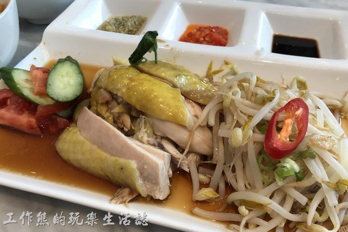 台北南港-金爸爸。爸爸海南雞飯,NT280。工作熊個人不推薦這道海南雞飯,雖然它幾乎是這裡最便宜的套餐,但口味及擺盤真的不怎麼樣,雞肉吃起來材材的,沒有鮮嫩可口的感覺,醬汁也不怎麼樣。