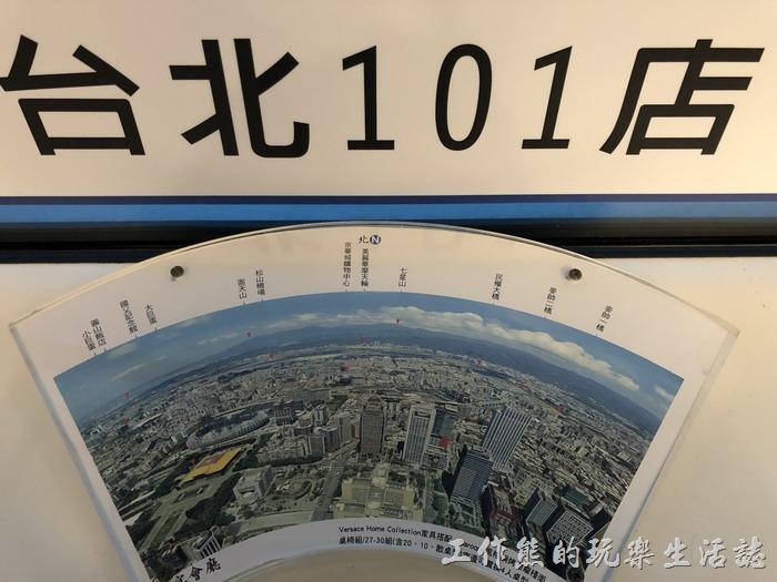 正因為是景觀餐廳且居高臨下(86層樓高),所以餐廳也貼心的將附近看得到的建築物給拍照標示了出來。從這個角度看下去可以看到小巨蛋、國父紀念館、京華城…等。