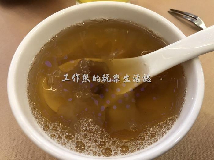台北-頂鮮101景觀餐廳。精美手製輕甜品。