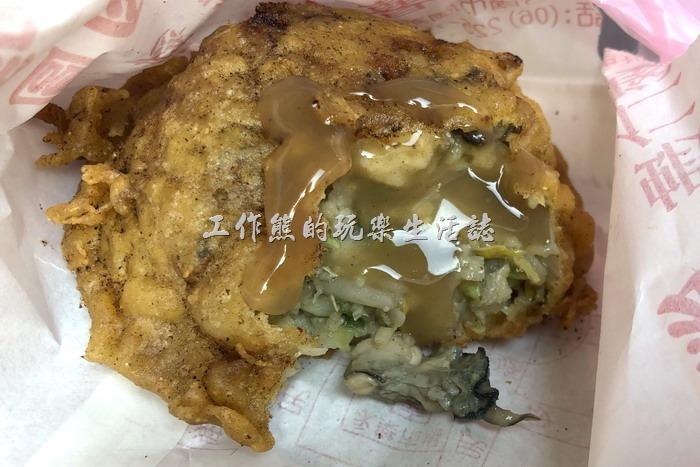台南-春蚵嗲。建議要加辣油膏才會好吃。