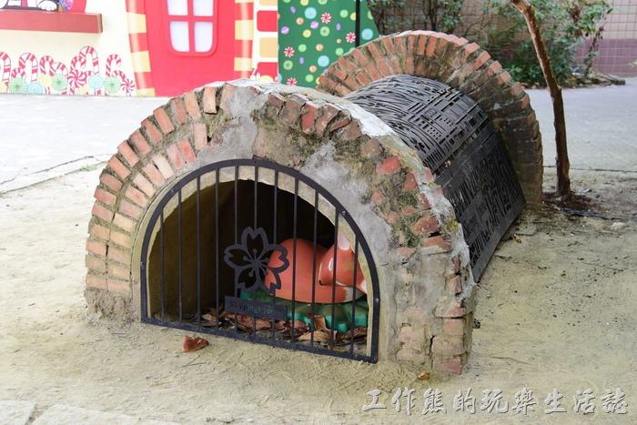 嘉義-北門車站沉睡森林。噓~防空洞內還有一隻睡著的狐狸!
