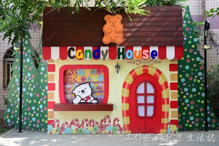 嘉義-北門車站沉睡森林。就連糖果屋內看店的小熊也在打瞌睡呢!