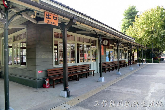 這是嘉義「北門車站」的月台候車區。