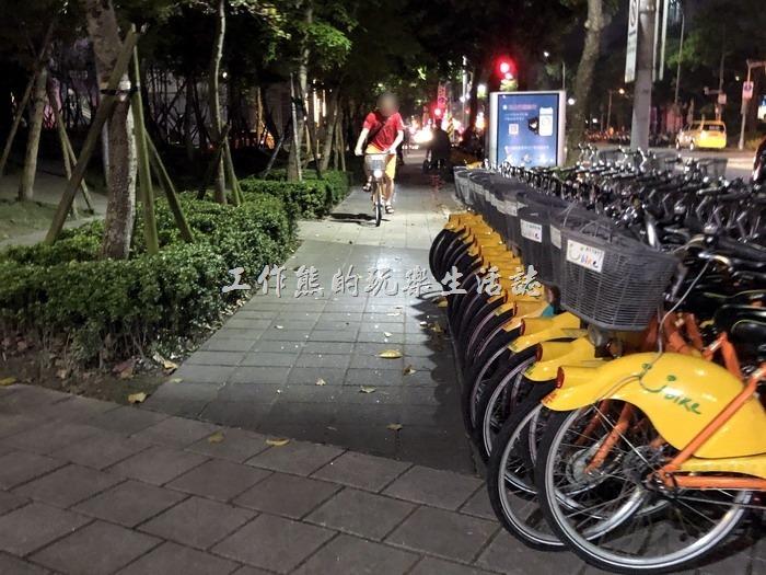 你認為自行車應該退出人行道嗎?