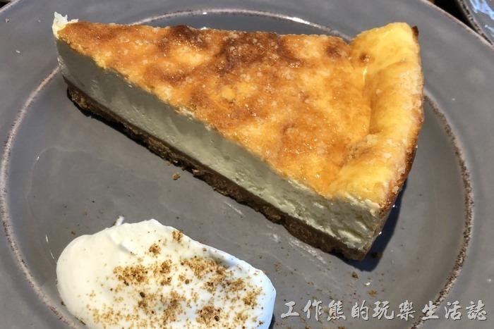 台北南港-Coppii_Lumii。帕瑪森起士,NT138。上面還多了一層糖衣。