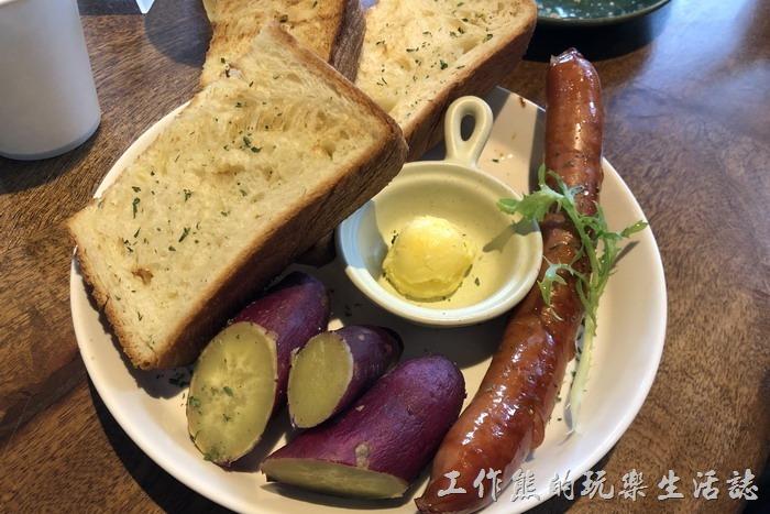 台北南港-Coppii_Lumii。「小法國大早餐」,內容有軟和杯湯、糖烤南瓜、松露金黃嫩蛋、德國香腸、法國土司。