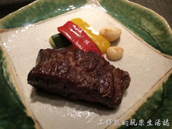 台北-明水三井日本料理。安格斯紐約客牛排。這牛排還蠻豐盛的,這應該是這套餐的主角,可以選擇幾分熟,因為工作熊不是點牛排,但據其他同事說不錯吃。