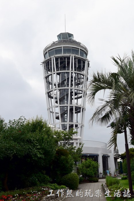 江之島上面有上面還有一座「海蠟燭(展望台)」江ノ島シーキャンドル ,就是燈塔啦!天氣好的話有機會可以看到富士山,可惜工作熊拜訪當天氣象不佳。