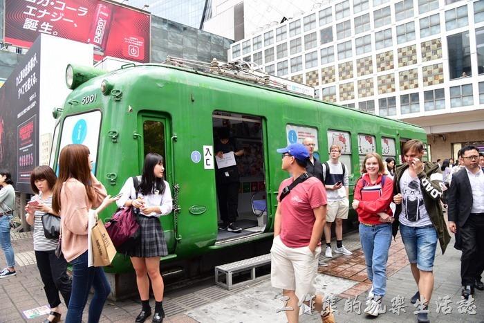 在忠犬八公前面綠色車廂,這綠色車廂是初代東急5000系的退休車廂,裡面可以進去參觀。