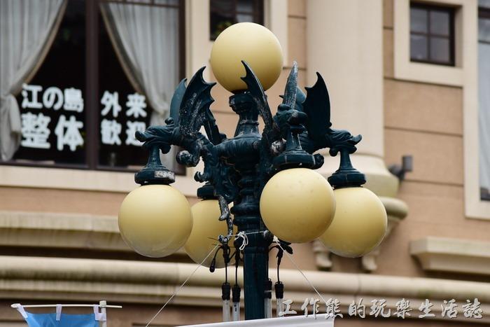 江之島的路燈還蠻有特色的,有四隻飛龍,每隻飛龍都叼著一顆路燈。