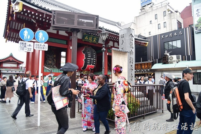 東京都金龍山淺草寺的「雷門」是很多到訪日本東京必訪的景點之一,尤其是這個雷門更是遊客到訪必定合影的熱門景點。