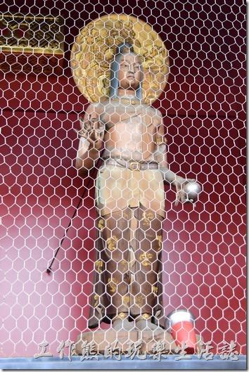 日本-淺草寺。穿越雷門後,在騎背面的左右兩則奉著一尊金龍(女性樣貌)及一尊天龍(男性樣貌)的神像。