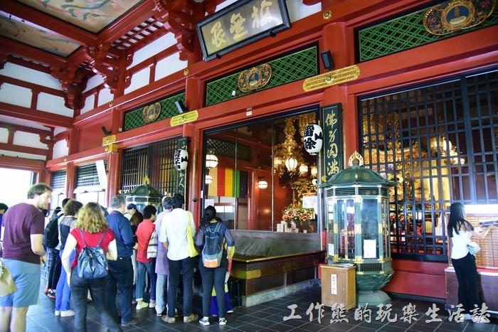 淺草寺的本堂內供奉觀音。
