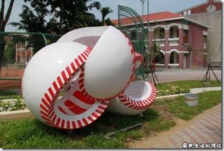 台南-公園國小。棒球裝置藝術