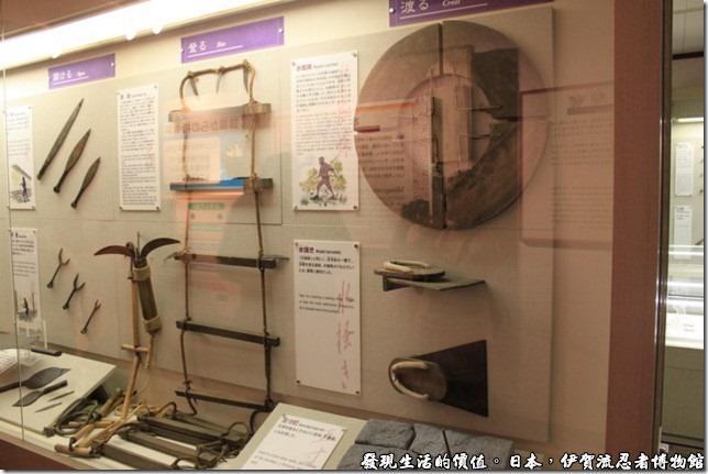 日本伊賀流忍者博物館,博物館裡也有展示各式各樣的忍者道具,也有解說,可惜上面的文字不是日文就是英文,大致上也只能走馬看花了。