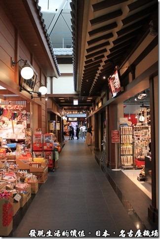日本名古屋機場,日本江戶時代的商店街建築賣著傳統的商品與食物。