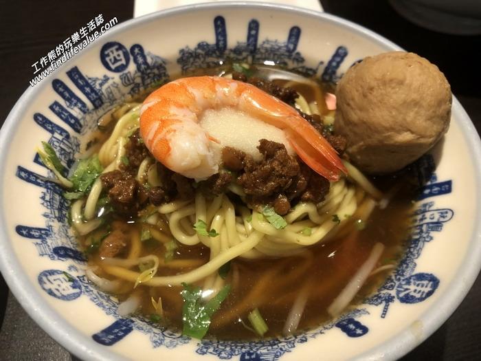 北京度小月擔仔面,RMB20。擔仔麵用的是油麵,小小的一碗,上面放了些肉燥、一隻蝦子、一顆貢丸,吃起來真的不錯吃,只是兩三口就吃光了,有點給它不夠癮,還好還叫了其他的食物。