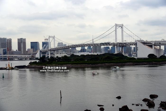 台場(お台場,おだいば,o-da-i-ba,又可譯為「御台場」)是一座位於東京灣以填海造陸方式由沙洲所打造出來的巨大人工島,位於東京都的東南方,其範圍包括港區台場、品川區東八潮、江東區青海與有明等。