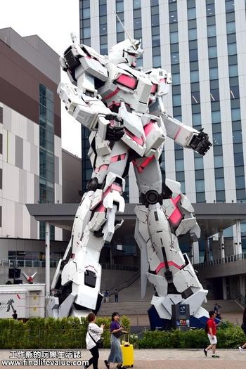大型鋼彈在「Diver City Tokyo Plaza」。