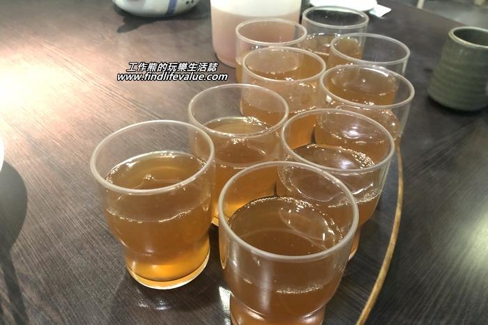 這盅飲料是餐廳免費招待的:金桔檸檬+冬瓜,好喝且清涼又可解油膩。
