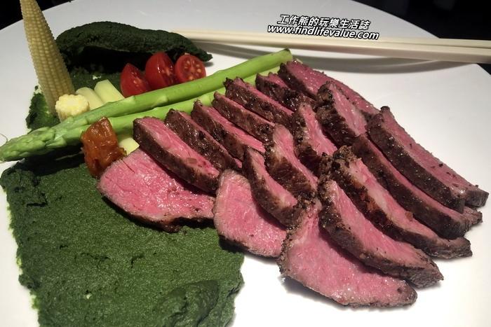 台南銀座日本料理餐廳。安格斯牛肉為低溫烘烤,盡量保留牛肉的原味,真的好吃推薦!