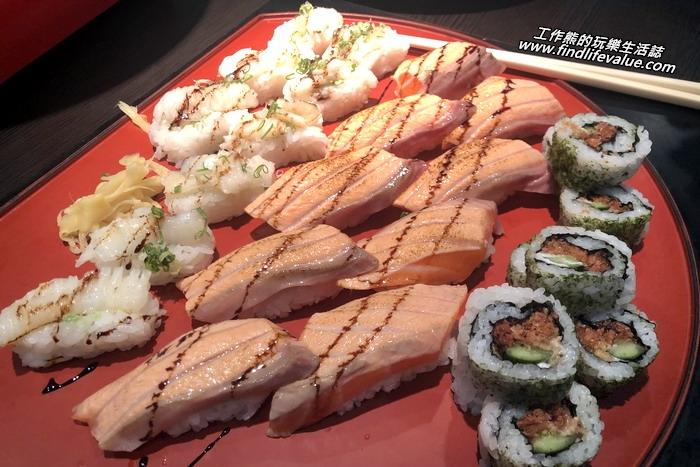 台南銀座日本料理餐廳。炙燒比目魚及炙燒鮭魚握壽司+花壽司。