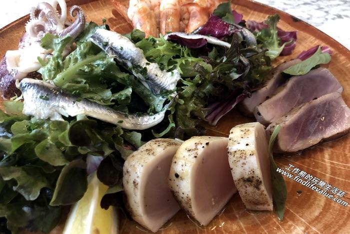 台南隱糧義大利餐飲館。 阿瑪菲海鮮白鯷沙拉,NT380。