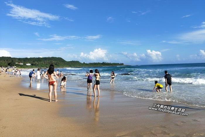 如果真的要玩水,還是得來「南灣」或「白沙灣」,不但可以玩水,還有美麗的風景可以看。