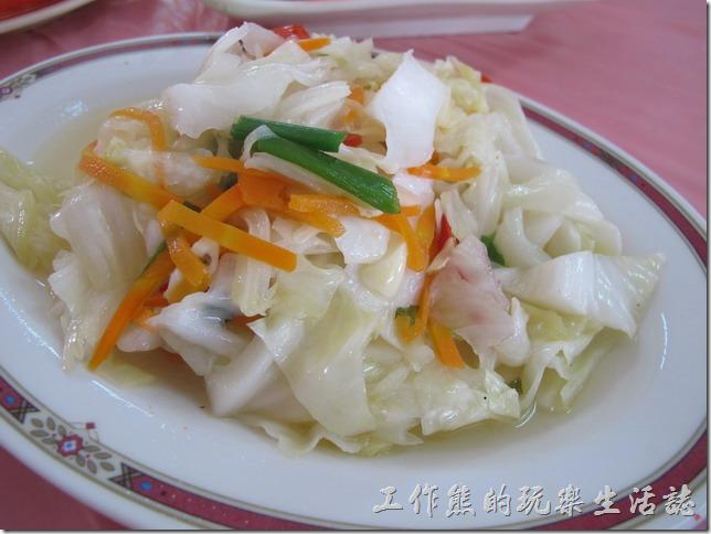 屏東後碧湖-昇日全平價海鮮。清炒高麗菜,NT$100(小)。這高麗菜非常甜,清脆爽口。