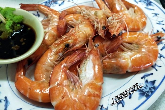 清蒸蝦,這蝦子也是非常新鮮,沾著芥末醬油就非常的好吃。