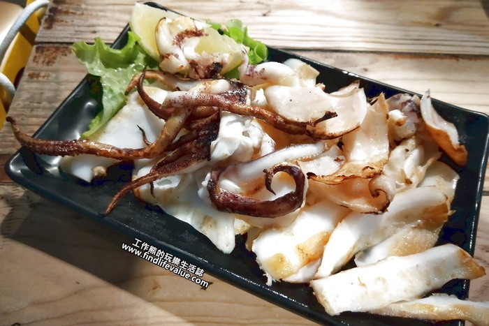 台南《府城騷烤家》。鮮烤中捲,NT300。這條烤中捲好吃,這裡的烤工還是有一定水準的