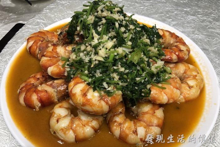 台北東湖-喜相逢麵館。香草白葡萄酒滑明蝦。超肥美的明蝦,廚房已經事先幫忙將明蝦剝了殼。
